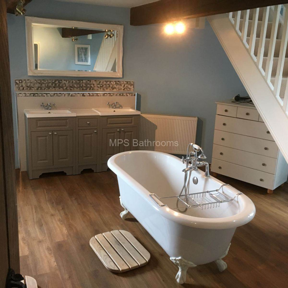 Spacious bathroom with roll top bath